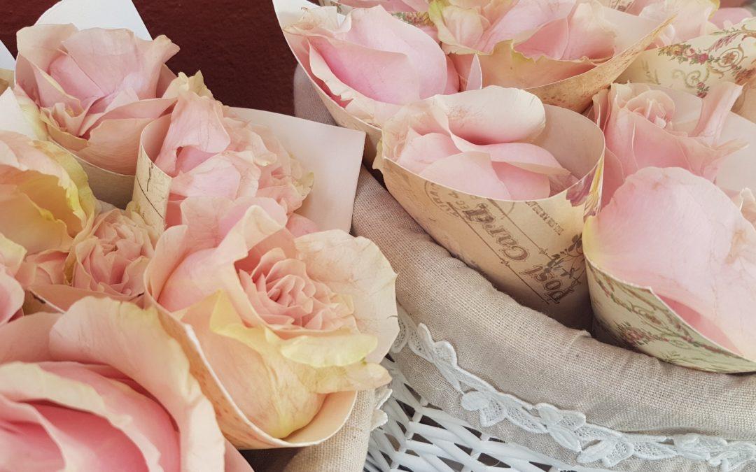 Velas y muchas, muchas flores…